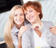 Mid Woman with daughter on kitchen Royalty Free Stock Photo