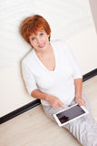 Mid woman with tablet pc Royalty Free Stock Photography