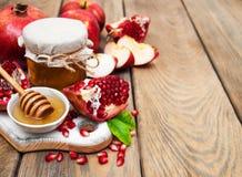Miód z granatowem i jabłkami Zdjęcia Stock