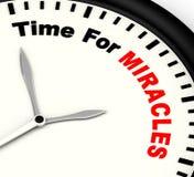 Mida el tiempo para el mensaje de los milagros que muestra la fe en dios Foto de archivo