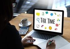Mida el tiempo para los impuestos Busi de la contabilidad financiera del dinero de la gestión fiscal Imagenes de archivo