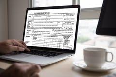 Mida el tiempo para los impuestos Busi de la contabilidad financiera del dinero de la gestión fiscal Imagen de archivo libre de regalías