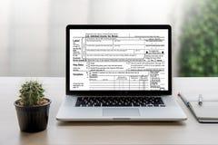 Mida el tiempo para los impuestos Busi de la contabilidad financiera del dinero de la gestión fiscal Fotos de archivo