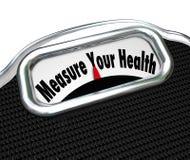 Mida su chequeo sano de la pérdida de peso de la escala de la salud Imagenes de archivo