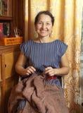 Midaged woman knitting Stock Photography