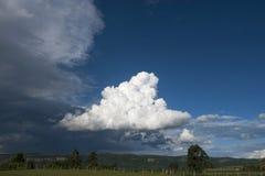 Midair de wolken blauwe van de van de Achtergrond cloudscapehemel aardzomer in openlucht scène natuurlijke dunne lucht stock foto