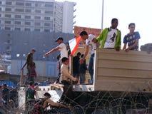 Leute, die in Tahrir-Quadrat zusammentreten lizenzfreie stockbilder