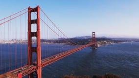 Middag in Golden gate bridge in San Francisco van batterijspencer stock videobeelden
