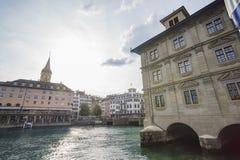Middagcityscape van St Peter Kerk, Zürich Stock Afbeelding