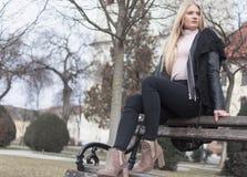 Middagplezier in het stadspark stock afbeelding
