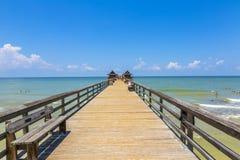Midday at Naples pier on beach Golf Stock Photos