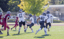 Middelbare schoolvoetbalsters op gebied Stock Foto