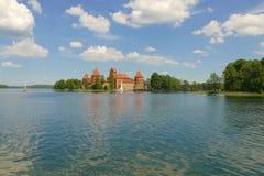 Middeleeuws baksteen-gebouwd kasteel in Trakai op het meer Eerstgenoemde verblijf royalty-vrije stock foto's