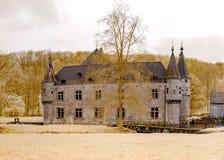 Middeleeuws Belgisch kasteel in infrarode mening, Spontin Stock Afbeelding