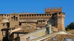 Middeleeuws de huizendorp van Italië van stadsgebouwen van Gradara-kasteel stock videobeelden