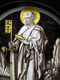 Middeleeuws gebrandschilderd glasvenster van St Peter Stock Foto