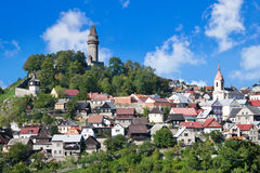 Middeleeuws gotisch Stramberk-kasteel en historische stad, Moravië, C Stock Foto