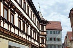 Middeleeuws helft-betimmerd huis met baaitoren Royalty-vrije Stock Afbeeldingen