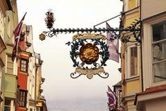Middeleeuws historisch koffieteken in Innsbruk, Oostenrijk Stock Foto's