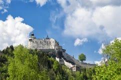 Middeleeuws Hohenwerfen-kasteel Historisch oriëntatiepunt op Salzach-vallei, Oostenrijk royalty-vrije stock afbeelding