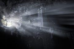 Middeleeuws kasteel bij nacht royalty-vrije stock afbeelding