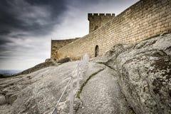 Middeleeuws kasteel in het Historische Dorp van Linhares DA Beira Stock Foto