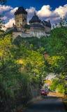 Middeleeuws kasteel Karlstejn in Tsjechische Republiek Stock Afbeeldingen