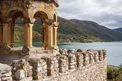 Middeleeuws kasteel van Ananuri stock fotografie