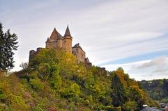 Middeleeuws Kasteel van Vianden bovenop de berg in Luxemburg Stock Foto
