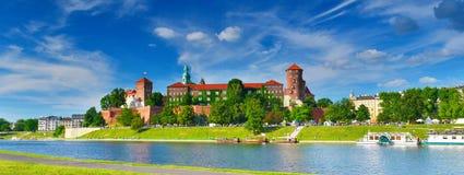 Middeleeuws kasteel Wawel in de hoge zomer, Krakau, Polen stock afbeelding