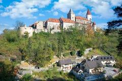 Middeleeuws koninklijk gotisch kasteel Krivoklat, Tsjechische republiek stock afbeelding
