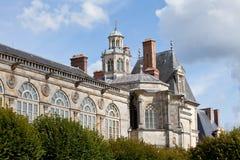 Middeleeuws koninklijk kasteel Fontainbleau dichtbij Parijs stock foto