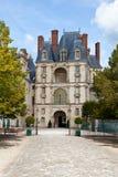 Middeleeuws koninklijk kasteel Fontainbleau dichtbij Parijs royalty-vrije stock foto