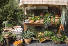 Middeleeuws marktkraam verkopend fruit Stock Afbeelding
