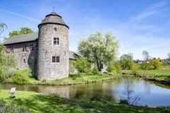 Middeleeuws Waterkasteel in Ratingen, dichtbij Dusseldorf, Duitsland royalty-vrije stock afbeelding