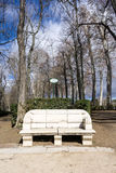 Middeleeuwse bank in park Stock Afbeelding