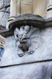 Middeleeuwse basrelief met gargouille in Dublin stock fotografie