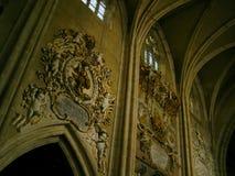 Middeleeuwse binnenlandse katholieke chruch Stock Afbeelding