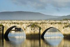 Middeleeuwse brug in Galicië Spanje Stock Afbeeldingen