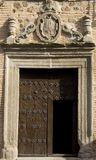 Middeleeuwse deur met het snijden Stock Foto