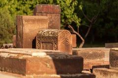 Middeleeuwse die Begraafplaats in Armenië wordt gevestigd stock afbeeldingen