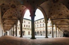Middeleeuwse die binnenplaats in Milaan ` s Castello Sforzesco, ook als Sforza-Kasteel wordt bekend royalty-vrije stock afbeeldingen