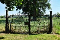 Middeleeuwse die poort van kanonnen wordt gemaakt Stock Fotografie