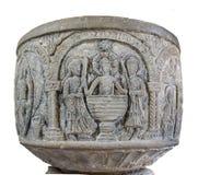 Middeleeuwse doopdoopvont in Bjaresjo-kerk, Zweden Stock Afbeeldingen