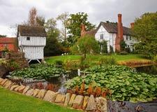 Middeleeuwse Engelse Manor en Tuin royalty-vrije stock afbeelding
