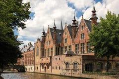 Middeleeuwse gebouwen langs de kanalen Brugge belgië stock foto