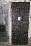 Middeleeuwse gevangenisdeur royalty-vrije stock afbeeldingen
