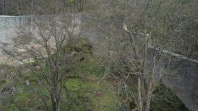 Middeleeuwse gotische het vestingwerkmuren van de kasteelwerf stock videobeelden