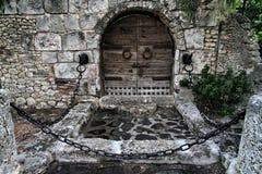 Middeleeuwse houten deur royalty-vrije stock afbeeldingen