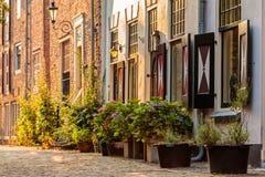 Middeleeuwse huizen in het historische centrum van de Nederlandse stad van Amer royalty-vrije stock afbeeldingen